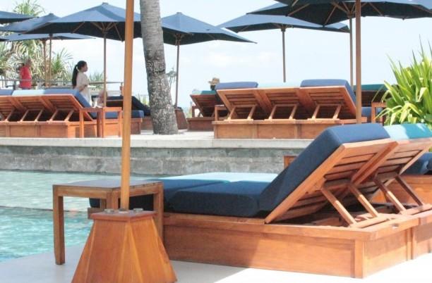 poolside fine dining at Mozaic Beach Club in Bali